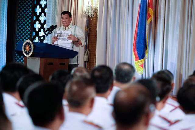 'CLEANSING.' President Rodrigo Duterte speaks to newly-promoted PNP officers on January 19, 2017. File photo from Malacañang