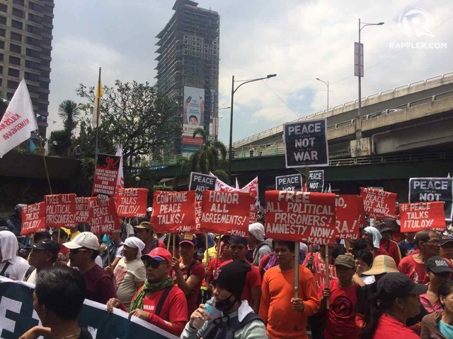 RESUME PEACE TALKS. Leftist groups call for the restoration of peace talks and the fulfillment of the other promises of the Duterte administration on the 31st anniversary of the EDSA People Power Revolution. Photo by Patty Pasion/Rappler