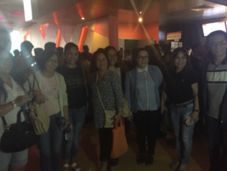 TOUCHING MOVIE. Overseas Filipino workers who got to watch 'Sunday Beauty Queen' for free pose with film director Baby Ruth Villarama, fellow OFW Mylyn Jacobo, and OWWA Administrator Hans Leo Cacdac.