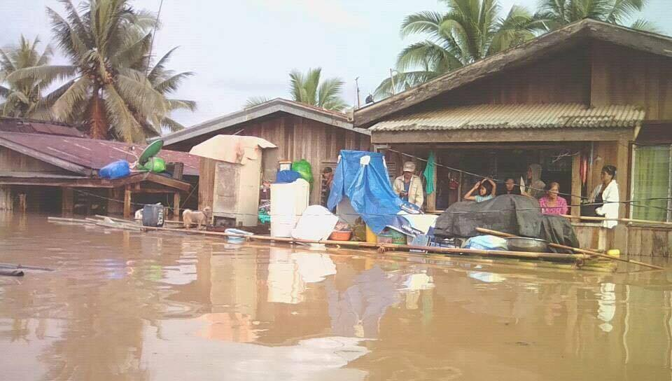 HELP NEEDED. Citizens in Barangay in Sagutan, Lapaz town are waiting to be rescued. Photos credit to Jamaica Jumonong/Rappler